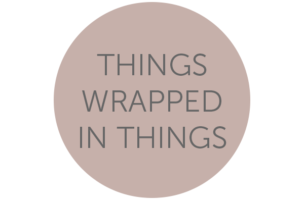 En rund beige cirkel med texten Things Wrapped In Things